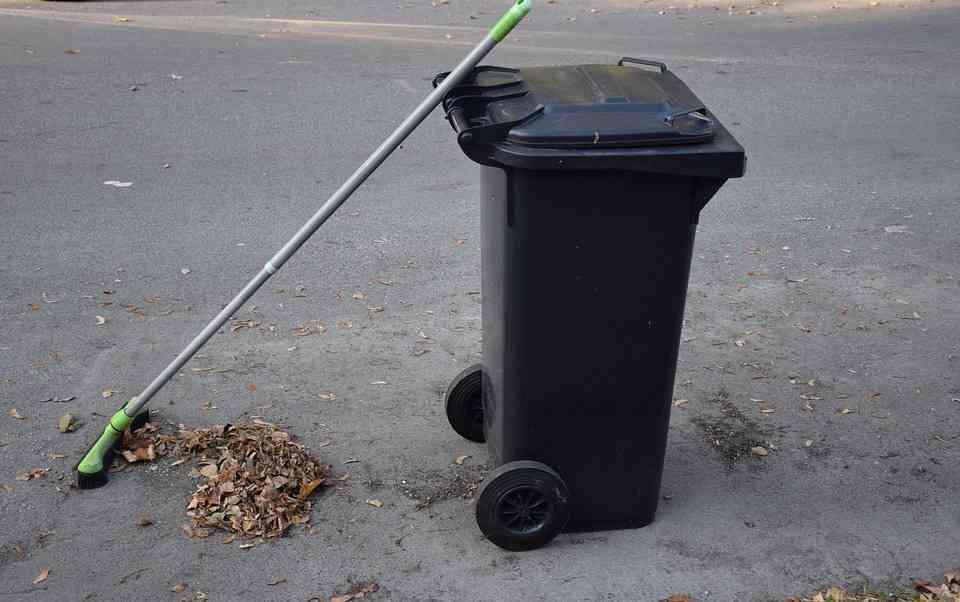 Ogłoszenie o sprzedaży używanych pojemników na odpady