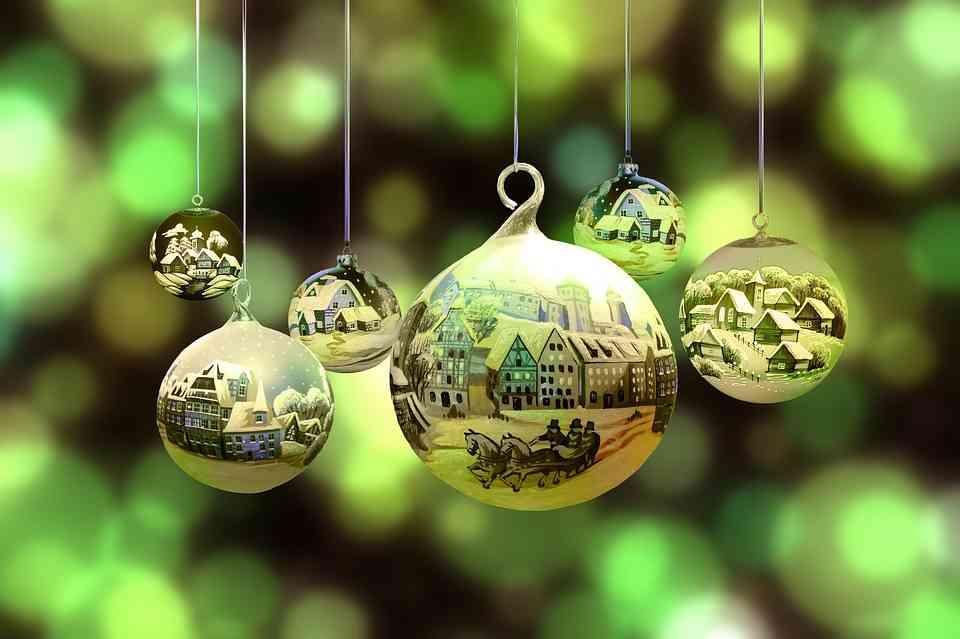 Zakup używanych pojemników na odpady, może zwiększyć Państwa środki przeznaczone na świąteczne prezenty