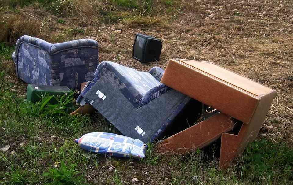 Odpady wielkogabarytowe nie muszą zanieczyszczać okolicy