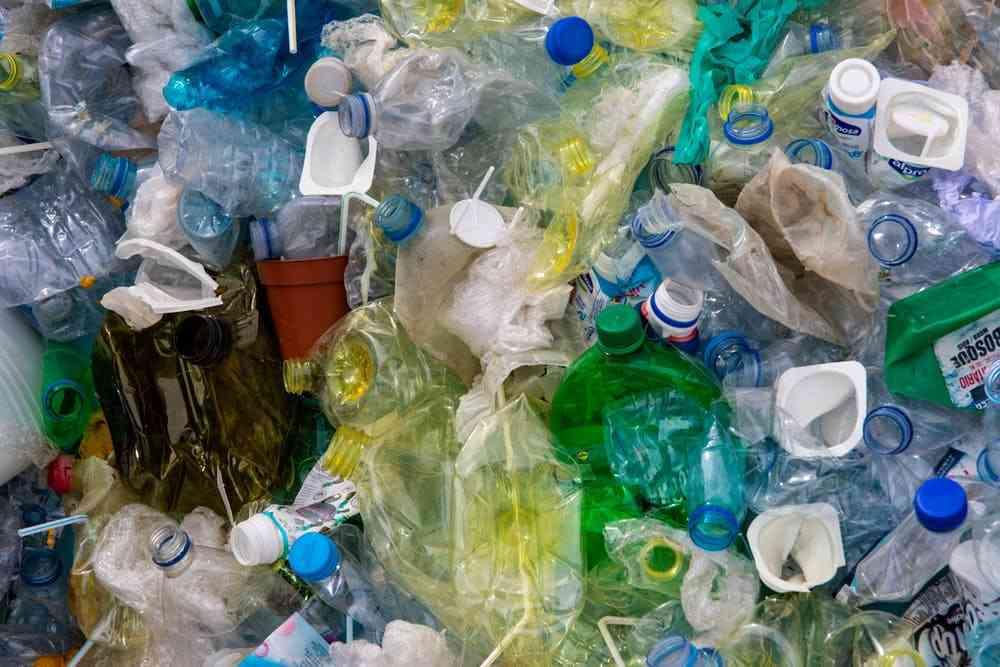 Mało który lokator zgniecie plastikowe butelki