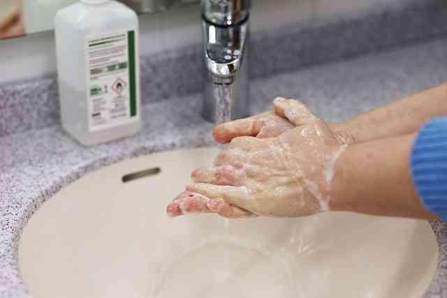Mycie rąk sprzyja zachowaniu zasad higieny