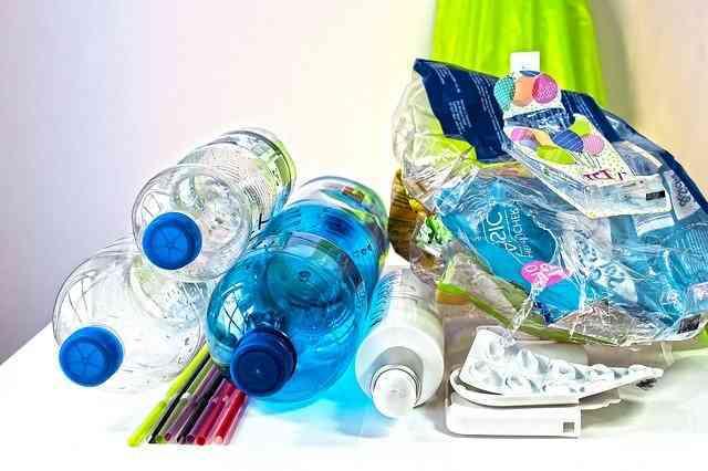 Czego nie wyrzucać do plastiku ?