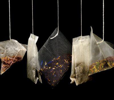 gdzie wyrzucac torebki po herbacie 400x350 - Gdzie wyrzucać torebki po herbacie ?