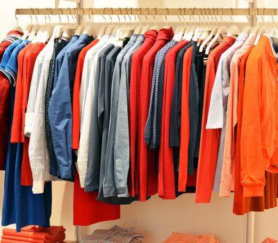 gdzie wyrzucac stare ubrania 400x350 - Gdzie wyrzucać stare ubrania ?