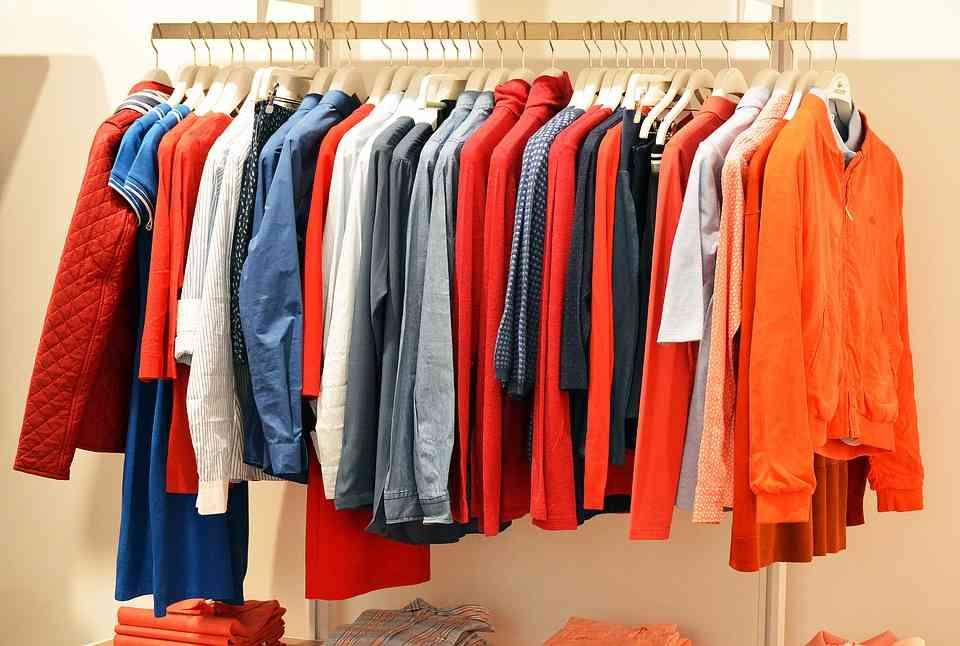 Gdzie wyrzucać stare ubrania ?