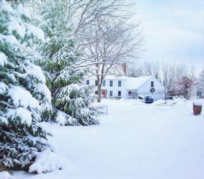 zimowa sliskosc drog 400x350 - Jak zwalczać zimową śliskość chodników ?